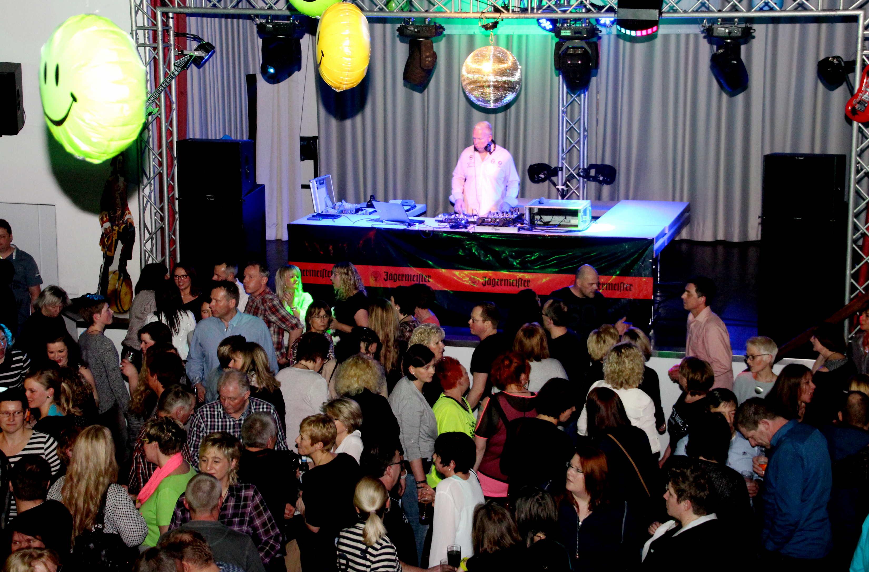 Alleine in die Disco - Neue Leute kennenlernen und tanzen
