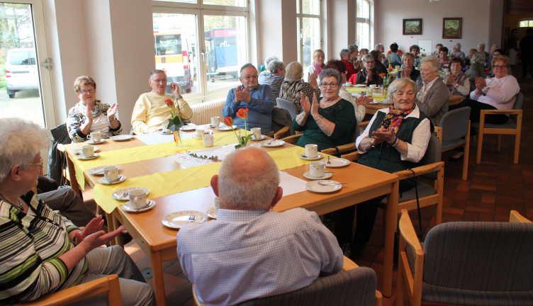 Rund 120 besucher beim senioren tanz caf in westerburg for Westerburg kuchen